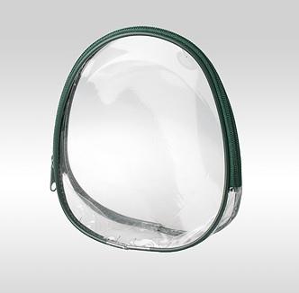 Прозрачная косметичка овальной формы зеленого цвета. Дно - плёнка ПВХ. На молнии.