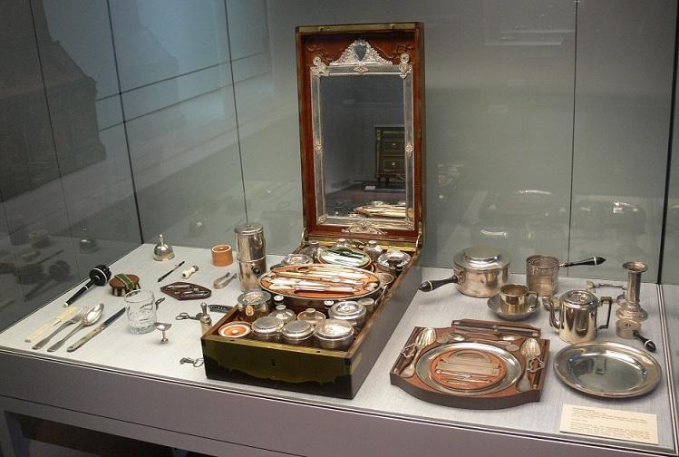 Французский несессер начала 19 века (Музей декоративного искусства Kunstgewerbemuseum, Берлин). Фото: FA2010