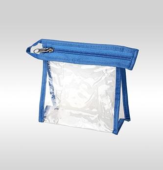 Фото прозрачной косметички из пленки ПВХ с синей окантовкой