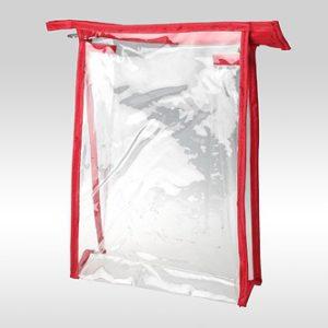 Прозрачная горизонтальная косметичка ПВХ с окантовкой из красной ткани. Размеры: 24 x 17 x 6 см